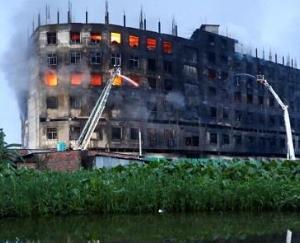 बांग्लादेश: ढाका के जूस फैक्टरी में आग लगने से अब तक 52 लोगों की दर्दनाक मौत
