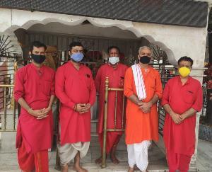 ज्वालामुखी पुजारी वर्ग ने पूर्व मुख्यमंत्री वीरभद्र सिंह की आत्मा की शांति के लिए रखा मौन