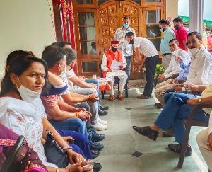 समीरपुर में धूमल परिवार को बधाईयों का सिलसिला पांचवे दिन भी लगातार ज़ारी