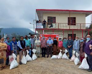सुनील उपाध्याय एजुकेशनल ट्रस्ट ने 103 जरूरतमंद परिवारों को वितरित की राशन किट