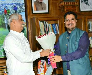 भाजपा महामंत्री राकेश जमवाल ने शुक्रवार को राजभवन में राज्यपाल राजेंद्र विश्वनाथ आर्लेकर से की भेंट