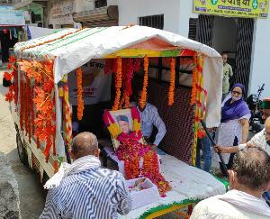 जसवां परांगपुर : पूर्व मुख्यमंत्री राजा वीरभद्र सिंह की डाडासिबा अस्थि कलश पहुंचते ही भावुक हुए लोग