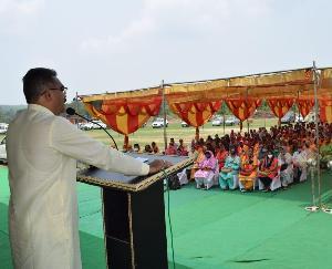 जसवां परागपुर : उद्योग मंत्री ने कोटला बेहड़ में 223 लाभार्थियों को बांटे 58 लाख की सहायता राशि के चेक
