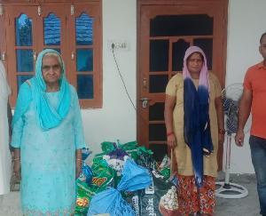 देहरा : समाज सेवी मुकेश ठाकुर ने बेटियों की शादी के लिए शगुन व राशन देकर की मदद