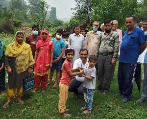 जसवां-परागपुर : कैप्टन संजय ने बठरा व अप्पर भलवाल पंचायतों में करवाया पौधरोपण