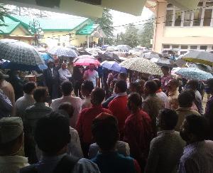 शिमला : हिमाचल प्रदेश राज्य तकनीकी कर्मचारी संघ ने विद्युत भवन शिमला में किया धरना प्रदर्शन