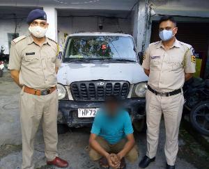 ज्वालामुखी: रक्कड पुलिस ने सदवां मे पकड़ी 41 पेटी देसी शराब, दबोचा तस्कर