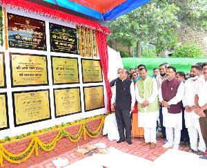 मंडी : मुख्यमंत्री ने द्रंग विधानसभा क्षेत्र में किए 200 करोड़ रुपये की परियोजनाओं के लोकार्पण व शिलान्यास
