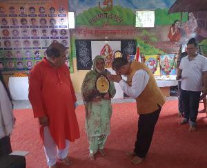 जसवां-परागपुर : वीर नारियों व पूर्व सैनिकों को कैप्टन संजय ने किया सम्मानित