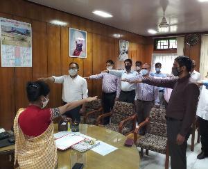 हमीरपुर : कारगिल के शहीदों को दी श्रद्धांजलि, घर जाकर किया परिजनों का सम्मान
