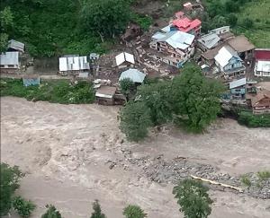 जम्मू कश्मीर: किश्तवाड़ में बादल फटने से छह की मौत, 40 लोग लापता
