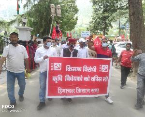 कुल्लू : प्रदेश भर में किसान सभा व सीटू के आह्वान पर किसान-मज़दूरों ने मांगों को लेकर किए प्रदर्शन