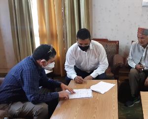 कुल्लू : परिधि गृह में भाजपा व एचपीएमसी उपाध्यक्ष राम सिंह ने सुनीं समस्याएं