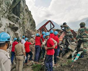 किन्नौर :तीसरे दिन भी रेस्क्यू जारी, टीम ने निकाले दो ओर शव