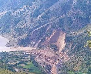 किन्नौर के बाद अब लाहौल में टूटा पहाड़ ,चंद्र भाग नदी का बहाव रुका