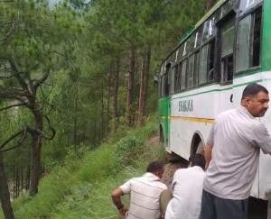 A road accident occurred in Sirmaur, a private bus full of passengers narrowly escaped after falling into the ditch