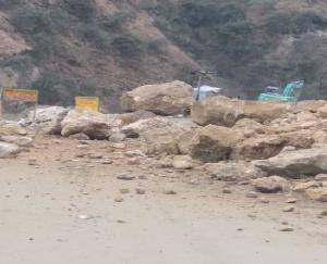 Landslide again on Chandigarh-Manali National Highway, vehicular movement stalled for three hours