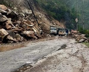 Man dies after flowing into a drain in Chamba district, Chandigarh-Manali highway closed again due to landslide