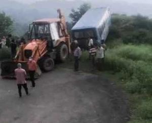 HRTC bus crashes in Kangra district's reconciliation, 10 people injured, rescue operation underway