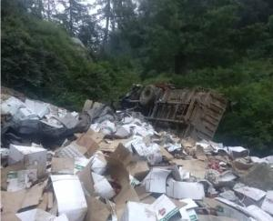 A truck laden with apples became a victim of an accident in Kotkhai