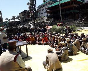 Kullu: Deputy Commissioner Ashutosh Garg reached the historic village of Malana with the team of Health Department