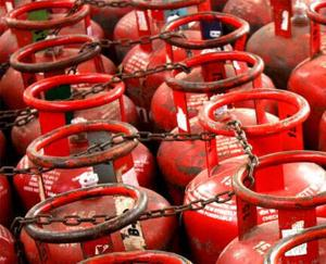 The new month started with the shock of inflation, the price of LPG cylinder increased by Rs 25