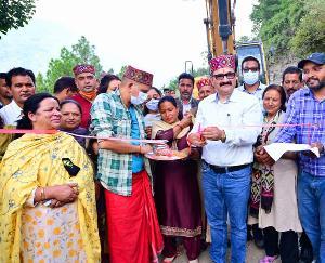 मनाली : गोविंद ठाकुर ने किया 376 लाख की भाटग्रां-खड़ीहार सड़क का शिलान्यास