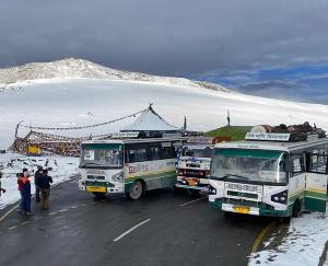The weather took a turn in the state, there was snow on the high peaks of Manali and Lahaul