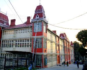 The center of attraction in Shimla is the earthquake resistant building of British rule