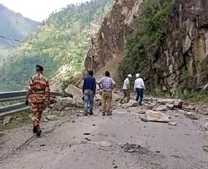 NH-5 did not open in Kinnaur even on the third day