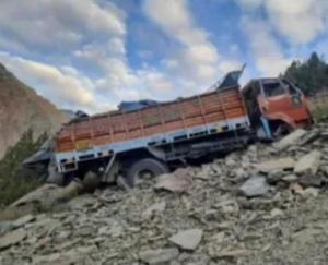 Lahaul Spiti: Truck crashed in Darcha village, two people died