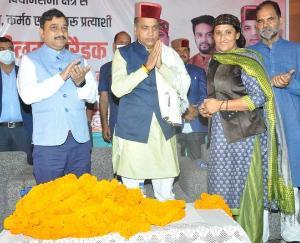 Big faction of BJP with Neelam Saraik