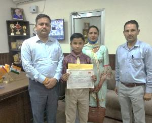 Jwalamukhi: Harshit Kaundal of DAV School got third place in the competition organized by Postal Association