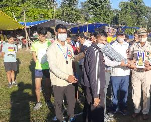Khundia-station-in-charge-Pyaar-Chand-launched-10-km-marathon