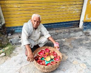 Dadasiba: Even at the age of 82, Mukand Lal of Bathra is maintaining the tradition