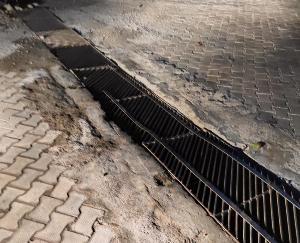 देहरा : बीहण में सडक पर डाला लोहे का एंगल मात्र दस दिनों मे ही गाडियो की आवजाही से झूका