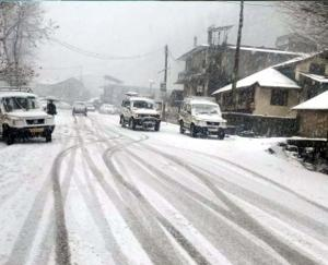 Manali-Leh road closed due to rain and snowfall in Himachal, ban on tourists visiting Rohtang