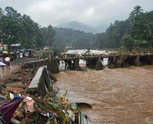 vDecision to open shutters of all dams amid flood situation in Kerala, red alert issued on 10 dams