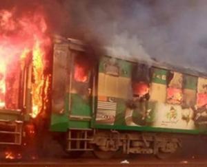 पाकिस्तान: कराची-रावलपिंडी एक्सप्रेस में धमाका, 46 लोगों की मौत