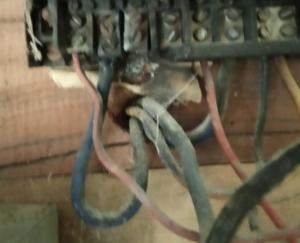 हाई वोल्टेज के कारण विद्युत उपकरण जलने से भारी नुकसान