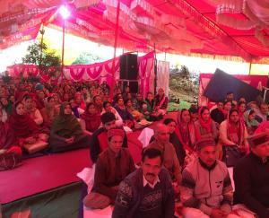 बड़ोग  के सायरी गावं मे जगदीश शर्मा ने स्वर्गीय धर्मपत्नी उषा शर्मा के वार्षिकी पर  किया भगवत का आयोजन
