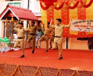 विधायक नरेन्द्र ठाकुर ने नवाजे बाल स्कूल हमीरपुर के मेधावी