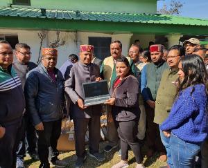 भाजपा प्रदेश अध्यक्ष राजीव बिंदल ने 63 विद्यार्थियों को बांटे लैपटॉप