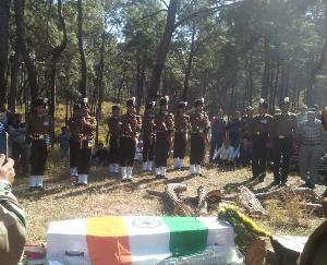पूरे सैन्य सम्मान के साथ ध्यान सिंह को दी अंतिम विदाई