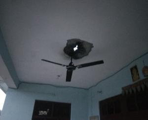 हमीरपुर: चमबेह गांव में लेंटर फटा व बिजली उपकरण जले
