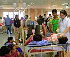 अस्पताल में अटेंडरों का जमावड़ा