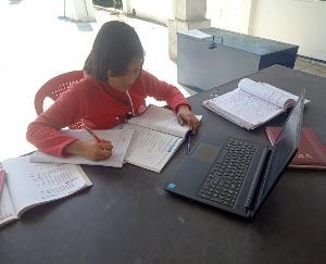 छात्र बने स्मार्ट, ऑनलाइन कर रहे पढाई