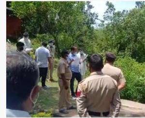 एसडीएम ने कन्टेनमेंट जोन घोषित गांव का किया निरीक्षण