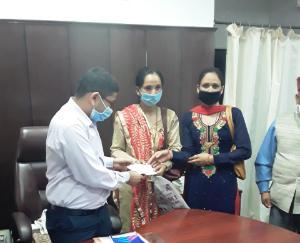 महिला मंडल थर्मि ने सी एम राहत कोष मे दिया अंशदान