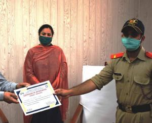 उपायुक्त सिरमौर ने एनएसएस व एनसीसी स्वयंसेवकों को किया सम्मानित